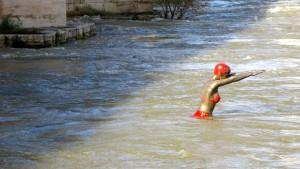 Skopje Schwimmerin in der Varda