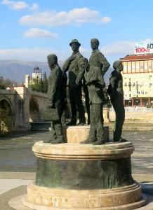 Skopje Statue Maennergruppe