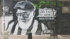 Mann an Haus Belgrad 1