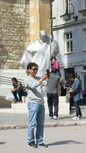 Papst vor Kathedrale Sara